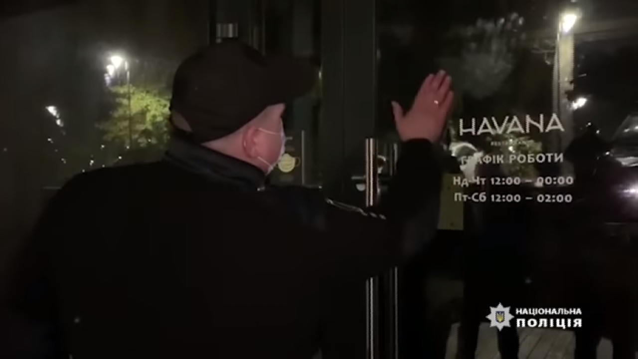У столичному ресторані вдарили кореспондента і зачинили знімальну групу (ВІДЕО) -  - Screenshot 20201115 151820 Samsung Internet