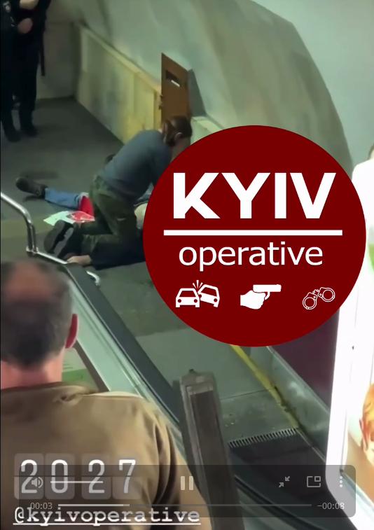 У Київському метрополітені помер   чоловік - смерть, Київський метрополітен - Screenshot 28