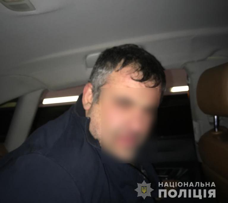 За «гарячими слідами» затримали іноземців, що обікрали автівки на Київщині - крадій, автомобіль - UKRbarsetky4