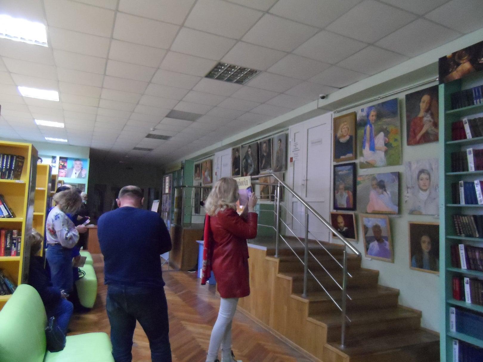 Виставка портретів художника Владислава Задворського в Ірпені - Приірпіння, Мистецтво, київщина, живопис - Zadvor bibl vystavka 4