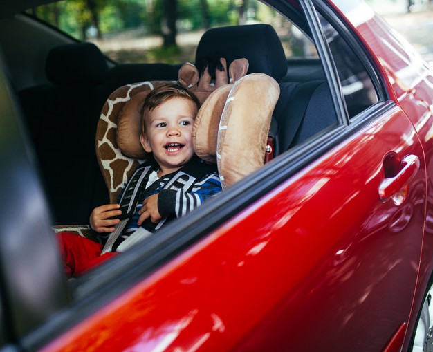 Обов'язкові паски безпеки: набули чинності зміни до ПДР - ПДР, пасажири, безпека руху, безпека на дорогах - adorable baby boy in safety car seat 109285 8464