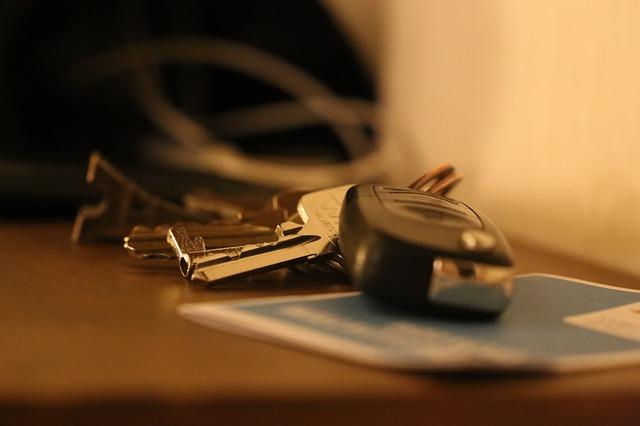 Автопрокатні компанії йдуть з ринку через карантин - ФОП, оренда, карантин, автомобіль - car key 2648850 640