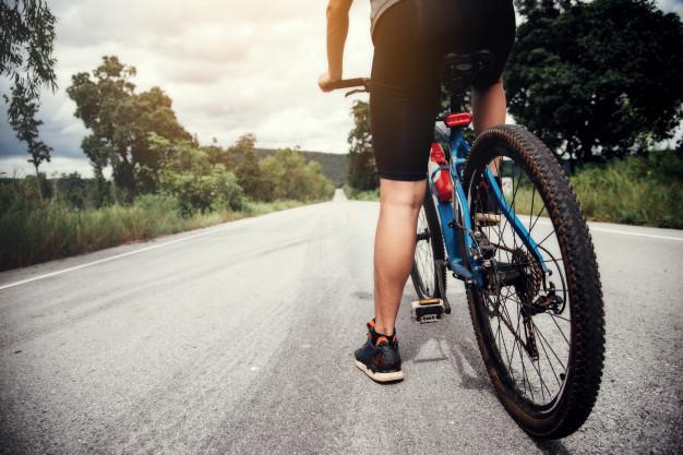 Обов'язкові паски безпеки: набули чинності зміни до ПДР - ПДР, пасажири, безпека руху, безпека на дорогах - cyclist man racing bike outdoor 1150 7494