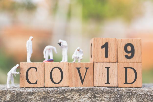 Черговий антирекорд: скільки коштуватиме українцям вакцина від COVID-19 - коронавірус, Вакцинація, вакцина - miniature people doctors with protective suit inspecting spreading or coronavirus cov covid 19 flu outbreak concept 28710 1671