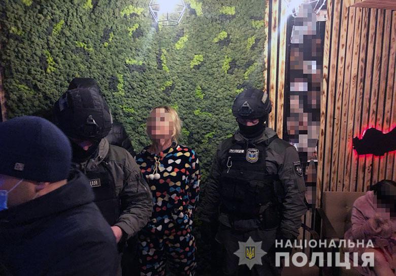 У центрі Києва викрили та припинили роботу кількох борделів (ВІДЕО) - Поліція Києва, позбавлення волі, повії, підозра - prostitutki2311202