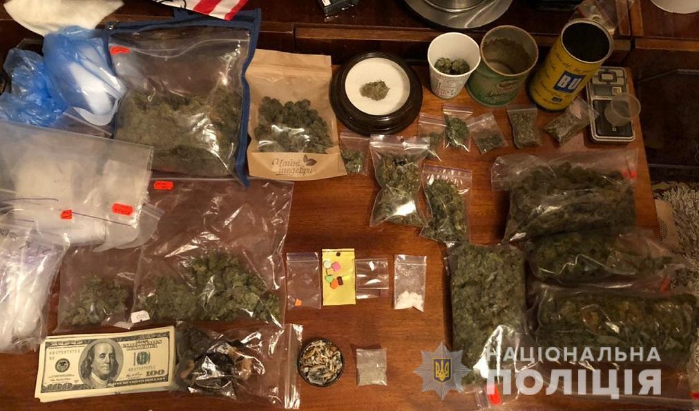У столиці затримали наркодилера (Відео) - наркотики, наркодилер, кримінальне правопорушення - shevchdub2