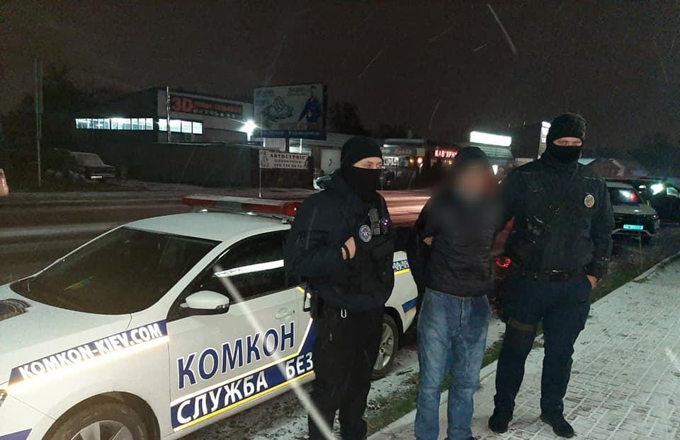 У Броварах зловмисник з ножем намагався пограбувати магазин та продавчиню - ніж, нападник, напад з ножем - yzobrazhenye viber 2020 11 18 13 13 00