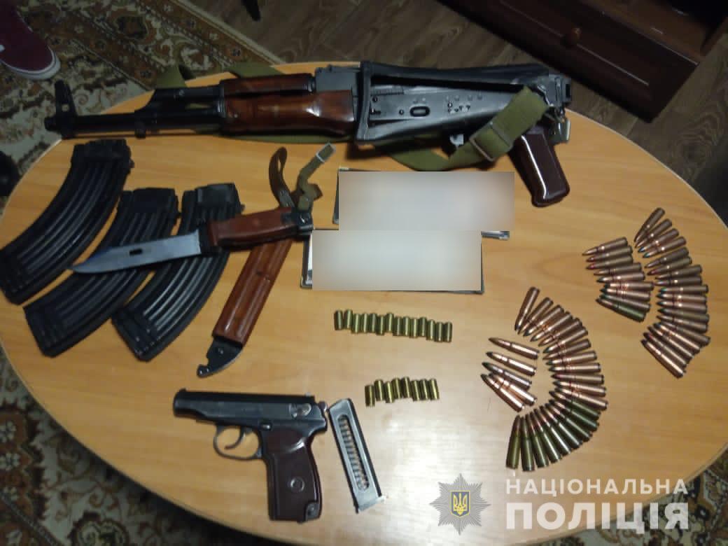 На Фастівщині затримали групу осіб за незаконне зберігання зброї - незаконна зброя, кримінальне провадження, кримінал, зброя, граната - 06 zbroya