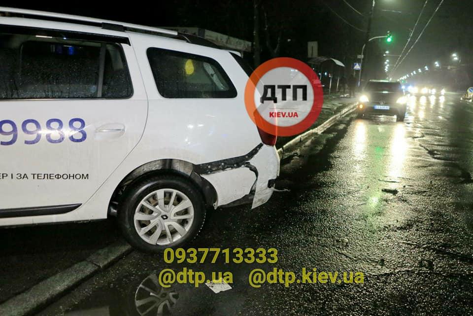У Києві в ДТП потрапило одразу п'ять авто - легковик, дорога, Аварія - 128726876 928872400977643 7782665510353768198 n 1