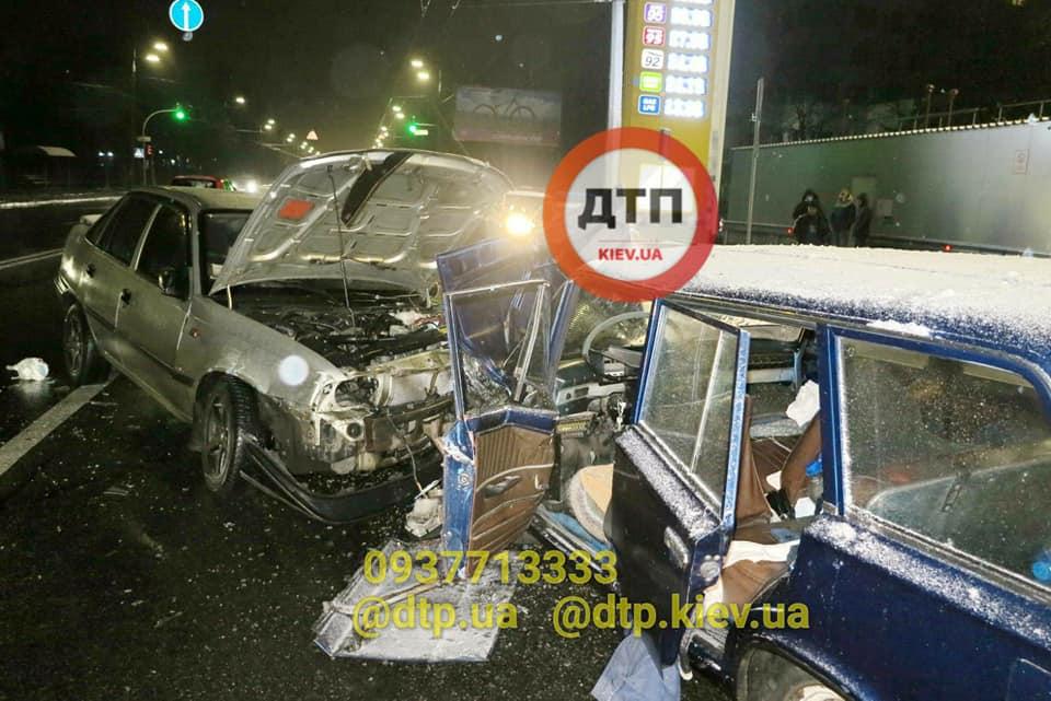 У Києві в ДТП потрапило одразу п'ять авто - легковик, дорога, Аварія - 128778561 928872254310991 5643639104777680092 n
