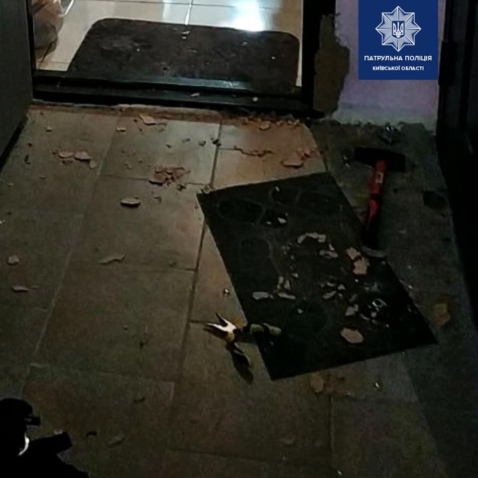 Бориспіль: чоловік хотів виламати двері за допомогою молотка та плоскогубців - сварка, квартира - 129070201 1955068981333352 1162054772190524471 n