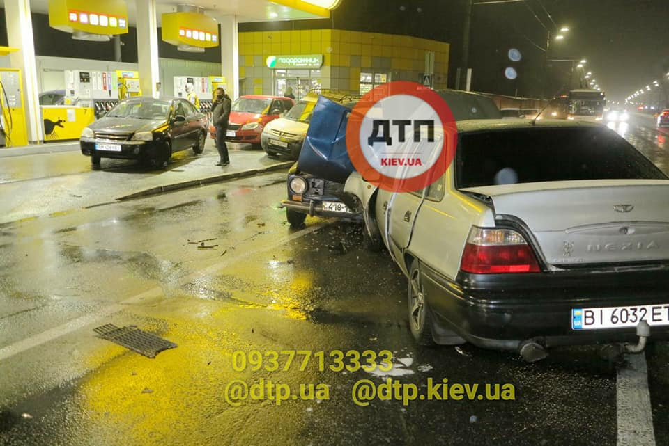 У Києві в ДТП потрапило одразу п'ять авто - легковик, дорога, Аварія - 129098839 928872454310971 870143723270207540 n