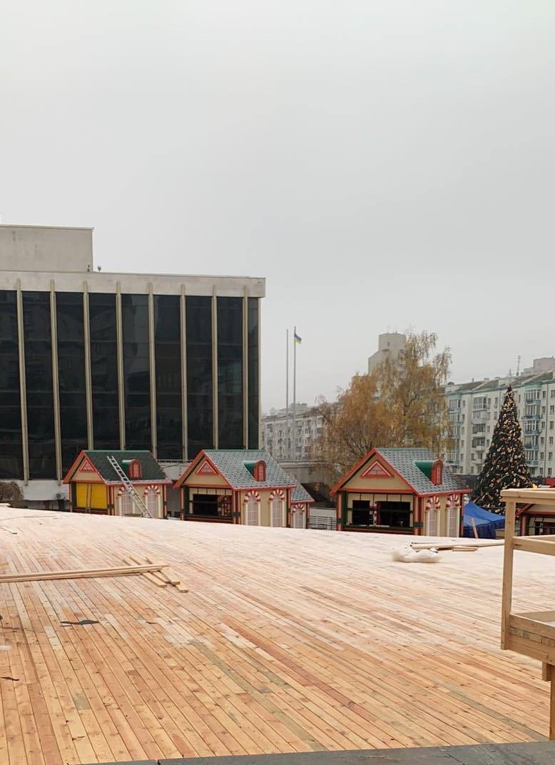 Зимові гірки і не тільки: на Печерську зводять новорічні локації - Розваги, Новий рік, відвідувачі - 129535800 2895203420737068 354308238804112440 o