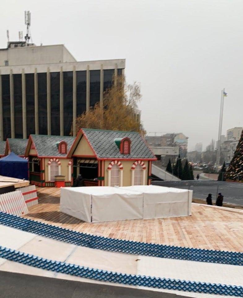 Зимові гірки і не тільки: на Печерську зводять новорічні локації - Розваги, Новий рік, відвідувачі - 129720153 2895203330737077 445393023807429677 o