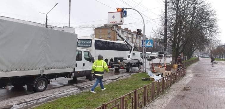 У Борисполі встановили черговий світлофор - світлофор, дороги - 131416167 665669737445318 9049809137992299124 n