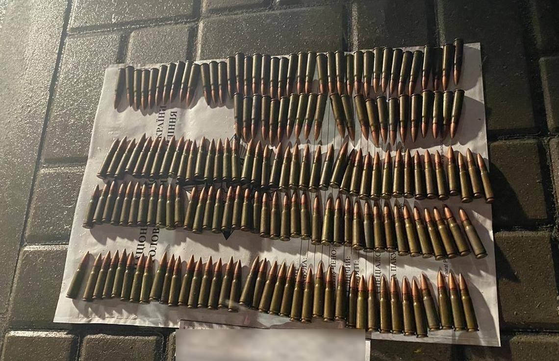 Майже дві сотні боєприпасів зберігав молодик із Глевахи на Київщині - Поліція Васильківщини, підозра, незаконна зброя, зброя, боєприпаси - 132191003 849998449096725 5306521585761494053 o