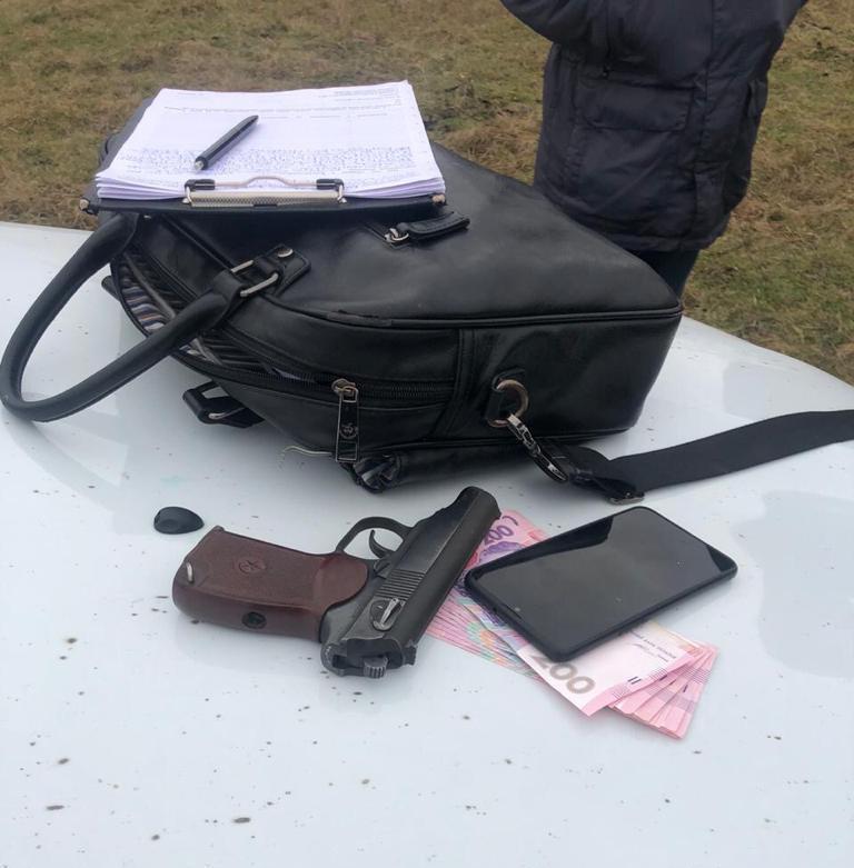 У Василькові викрили озброєного наркодилера - Поліція Васильківщини, підозра, наркотики, наркодилер, зброя - 132484189 851196408976929 5663952084243469988 n