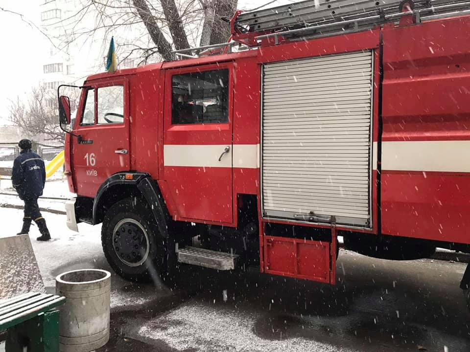Крадіжки та пожежі: у Києві минулої доби було неспокійно - хуліганства, рятувальник, пожежники, крадіжки, вбивство - 132611491 3587479851331931 4323384320070166241 n