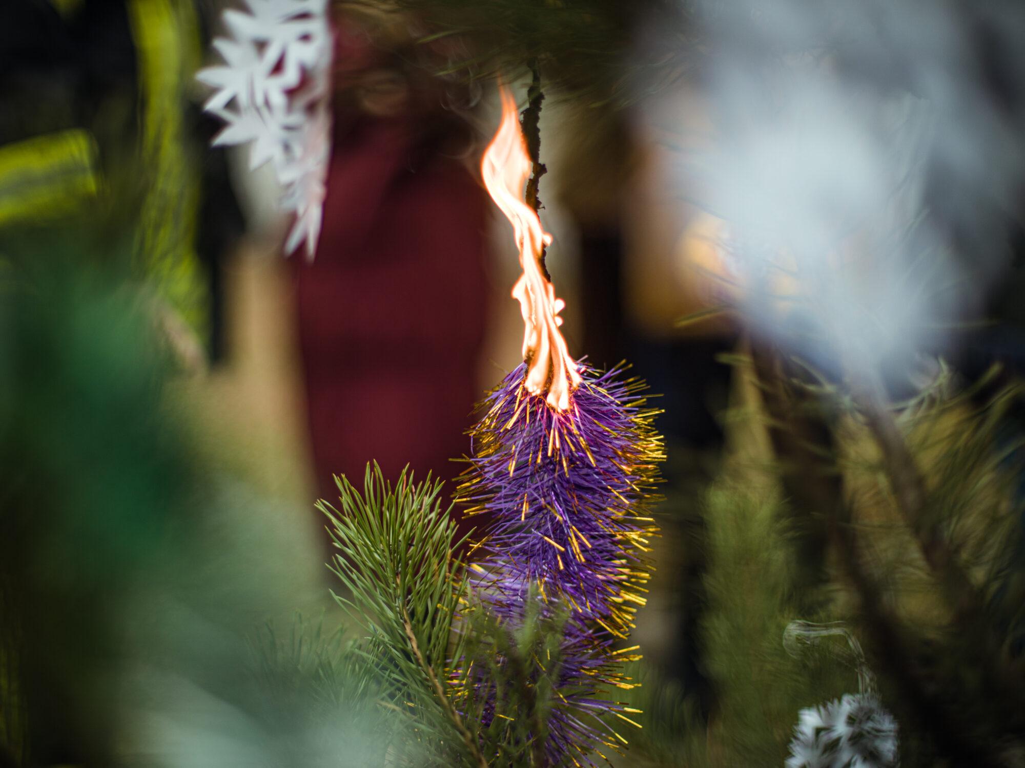 Обережно, Новий рік: пожежники закликають до правил безпеки - ялинкові прикраси, Різдво Христове, правила безпеки, новорічна ялинка, Новий рік - 48718 2000x1500