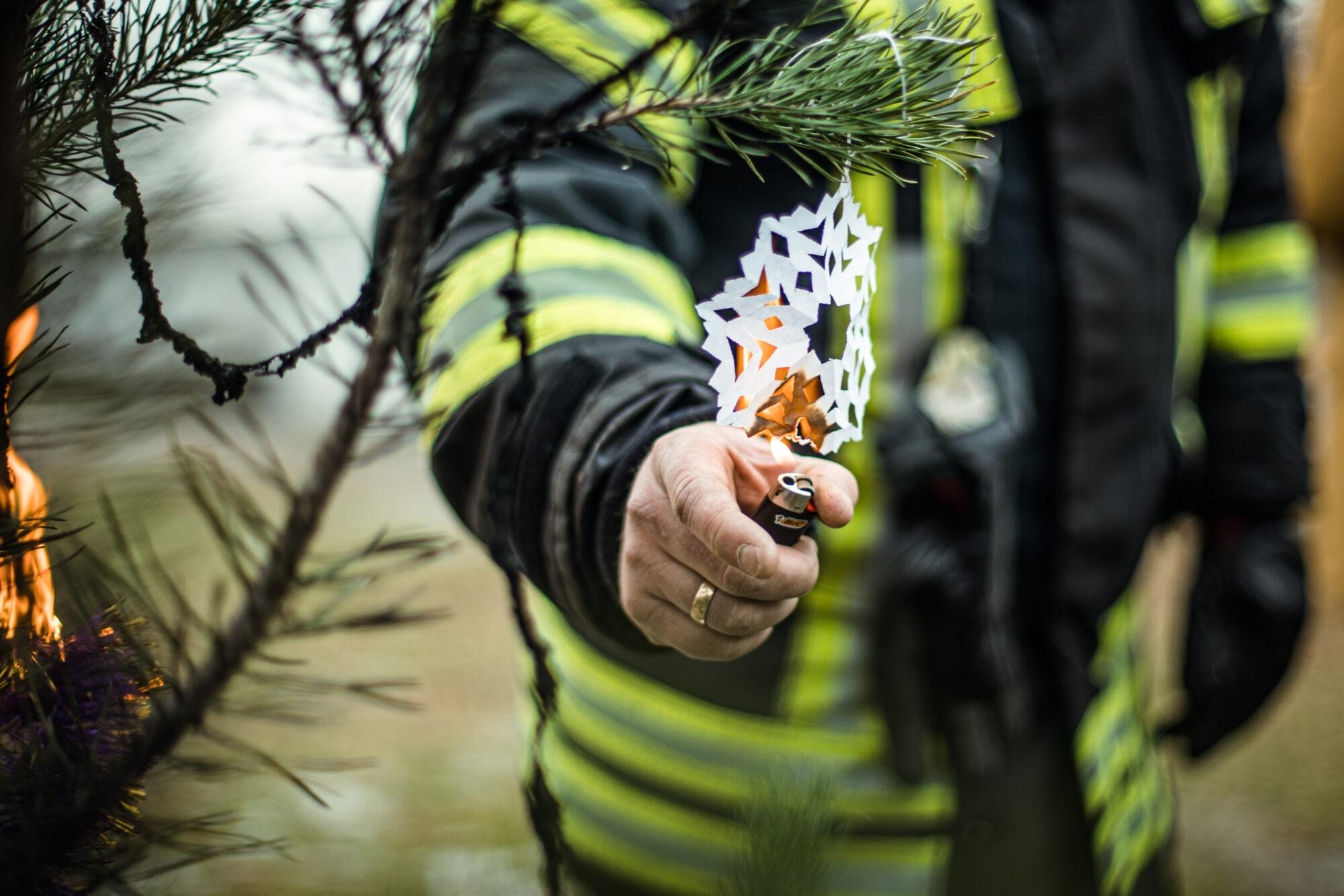 Обережно, Новий рік: пожежники закликають до правил безпеки - ялинкові прикраси, Різдво Христове, правила безпеки, новорічна ялинка, Новий рік - 48721 2000x1333