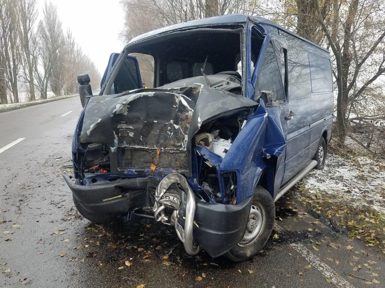 ДТП на Бориспільщині: від удару об дерево двигун авто опинився у салоні - дорога, автомобіль - DTP pid Boryspolem 3