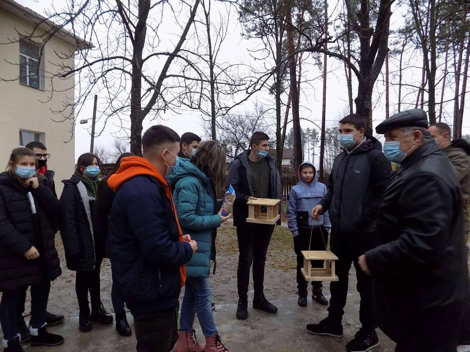 Школярі Вишгородщини готують «зимові їдальні» - Птахи, довкілля, Годівнички - Lisgosp1