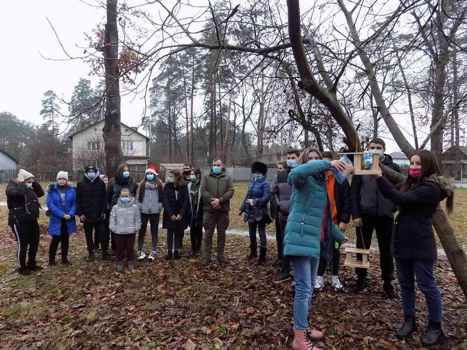 Школярі Вишгородщини готують «зимові їдальні» - Птахи, довкілля, Годівнички - Lisgosp2