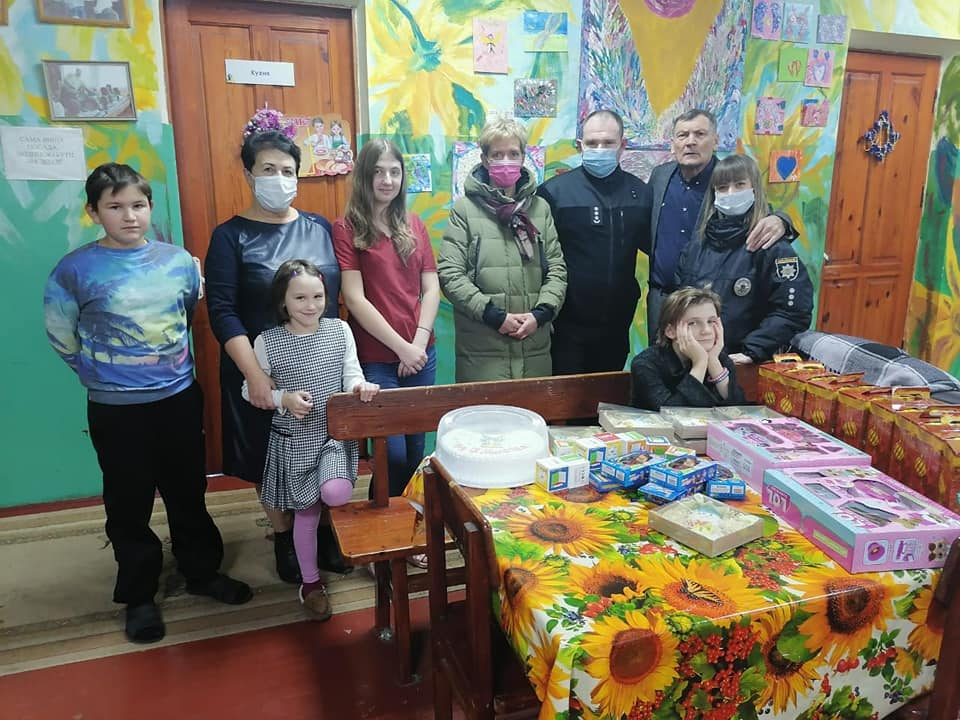 Вишгородські поліцейські роздавали «миколайчиків» - свято, Поліція, дитячий будинок, Вишгородський район - Lyubystok1