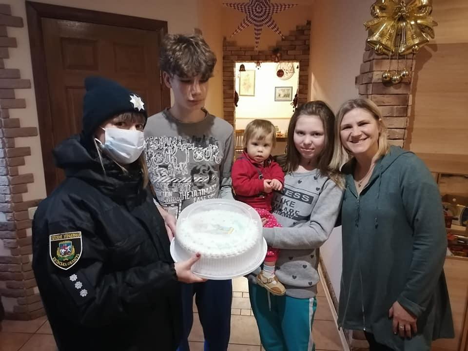 Вишгородські поліцейські роздавали «миколайчиків» - свято, Поліція, дитячий будинок, Вишгородський район - Lyubystok4