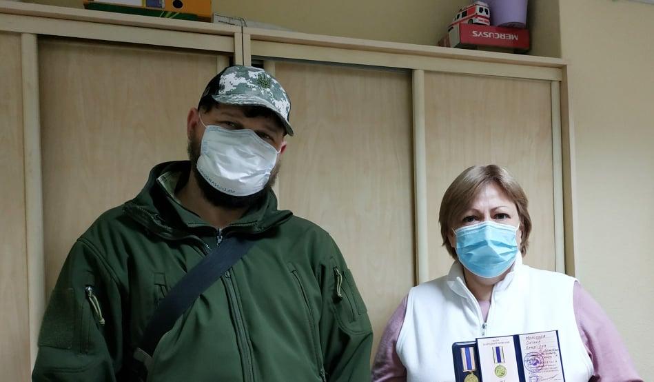 Вишгородські волонтери відзначають медиків - нагорода, коронавірус, волонтери, Вишгородський район - Morozova2