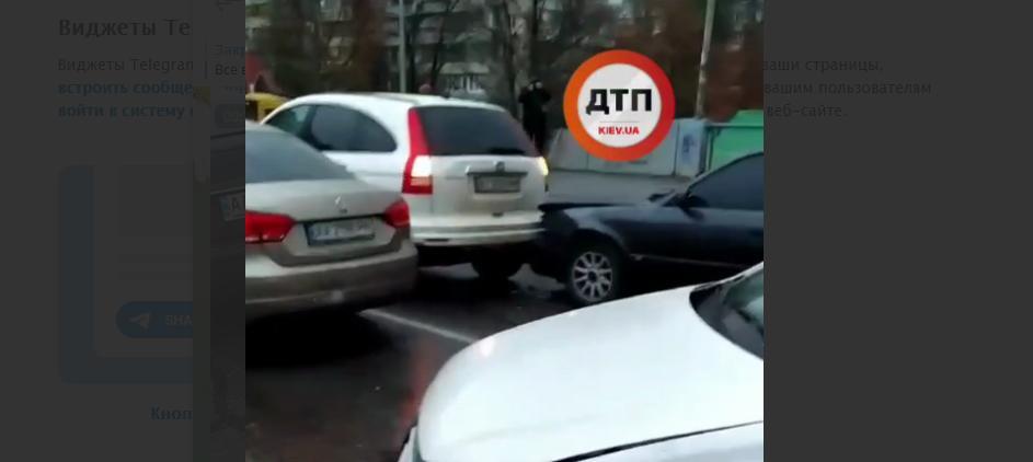 ДТП у столиці спричинила затор на Русанівському мосту (відео) - Русанівка, затор - Novyj rysunok