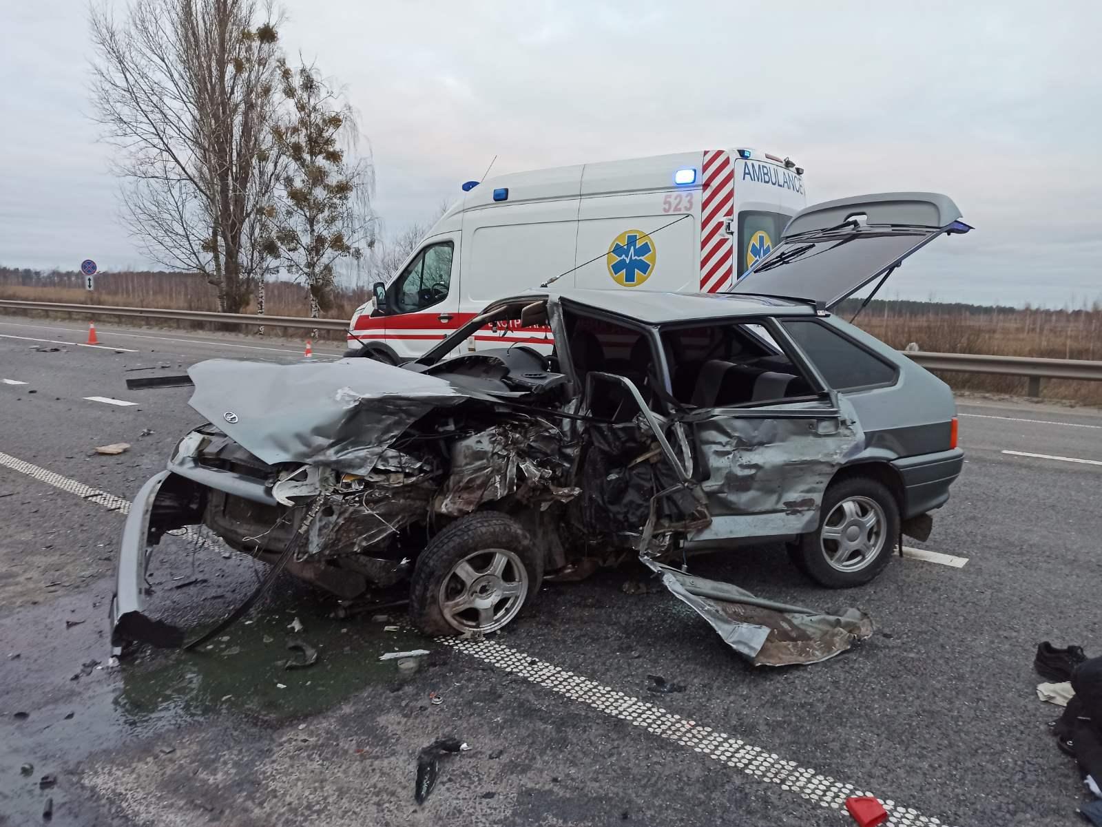 Зіткнення трьох легковиків у Ворзелі: рятувальники ліквідовували наслідки аварії - рятувальник, ДТП з потерпілим, Бучанська ОТГ - Vorz zitkn 2