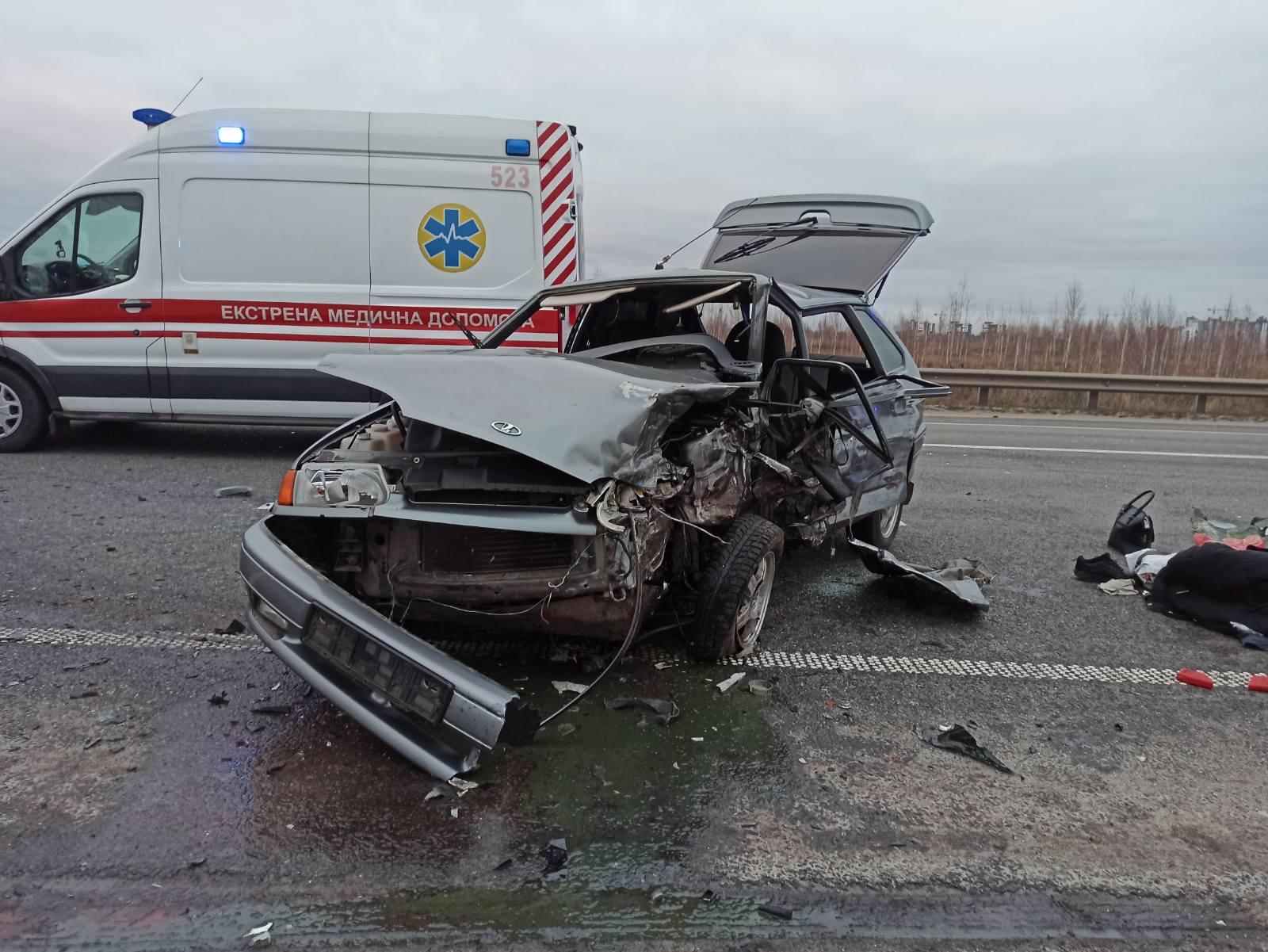 Зіткнення трьох легковиків у Ворзелі: рятувальники ліквідовували наслідки аварії - рятувальник, ДТП з потерпілим, Бучанська ОТГ - Vorz zitkn