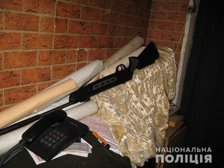 Вистрілив та втік: у Києві затримали чоловіка за кульове поранення співмешканки - Поліція Києва, кульові поранення - desna261120201