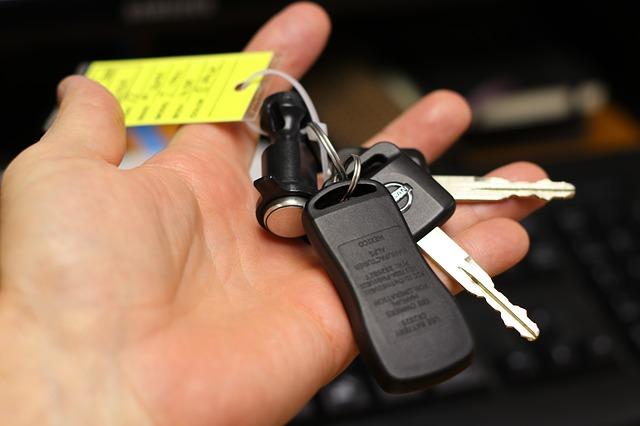 """Українці все менше купують нові автомобілі - попит на авто, нове авто, автомобіль, """"євробляхи"""" - hand 3265578 640"""