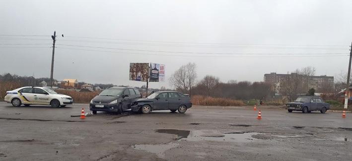 У Переяславі дорогу не поділили три автомобілі - Переяслав, дорога, автомобіль - o 1epqt676ms86kof1fk2u11qc32b
