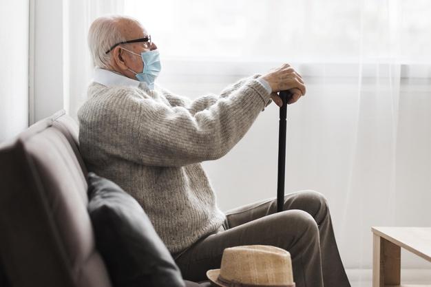 У МОЗ розповіли, де візьмуть гроші на вакцину від COVID-19 - українці, коронавірус, Вакцинація, вакцина, COVID-19 - side view of old man with medical mask in a nursing home 23 2148739989
