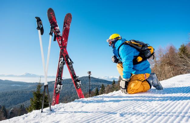 Під час локдауну гірськолижні курорти в Україні працюватимуть - туризм, локдаун, коронавірус, карантин, Відпочинок - skier enjoying on top of the mountain 10069 2640