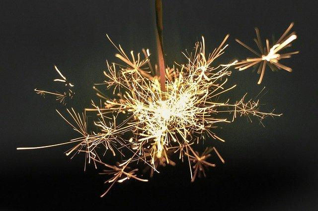 Обережно, Новий рік: пожежники закликають до правил безпеки - ялинкові прикраси, Різдво Христове, правила безпеки, новорічна ялинка, Новий рік - sparkler 918836 640