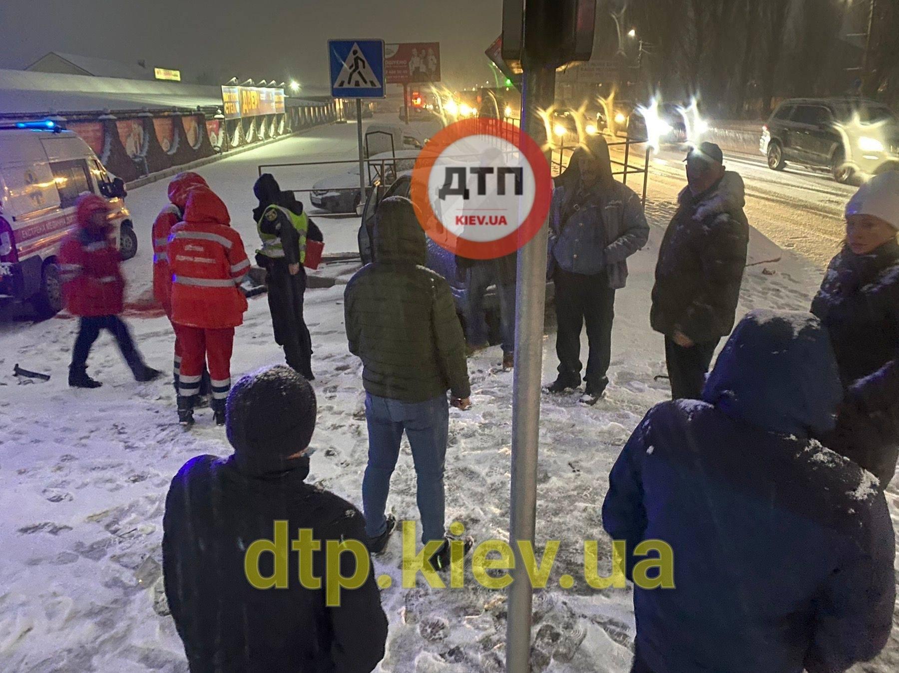 Оновлено: на Київщині водій насмерть збив жінку - Софіївська Борщагівка, смерть на дорозі, жінка - 138553752 1887587761407108 1039905836381035892 o