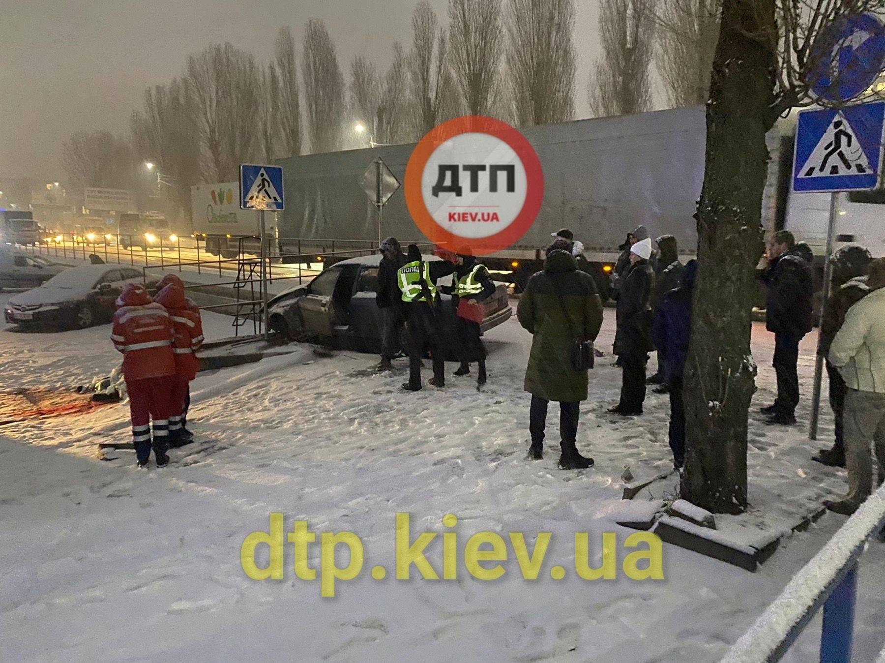 Оновлено: на Київщині водій насмерть збив жінку - Софіївська Борщагівка, смерть на дорозі, жінка - 139084254 1887587704740447 3497817684907262848 o