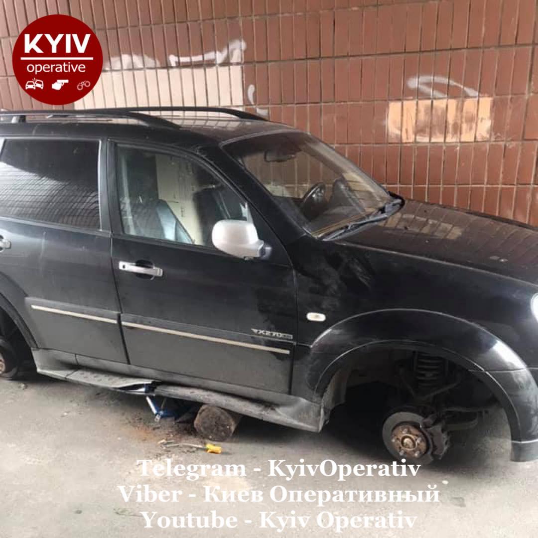 У Києві знімали колеса та зрізали каталізатори з автівок - крадіжка, автомобілі - 143455531 1189089434820474 1006318036806888416 o