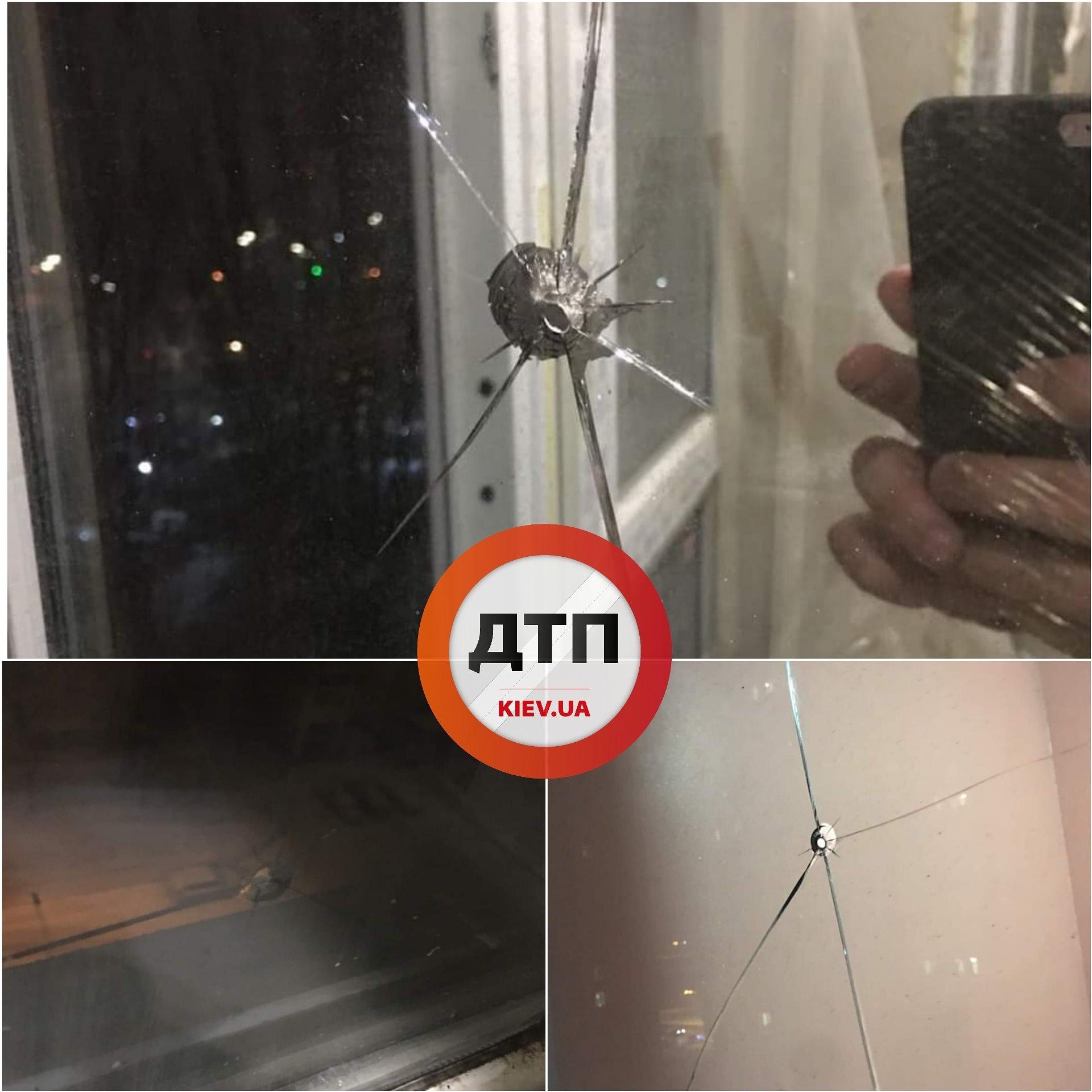 Дірки від куль у вікнах: в столиці обстріляли багатоповерхівку - стрілянина, скло, багатоповерхівка - 145083534 1901075750058309 6095144336064811112 o