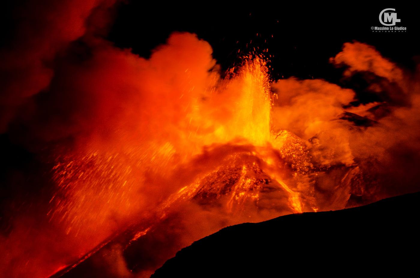 Видовищне шоу: на Сицилії сталося несподіване виверження вулкана - природа, Італія, гори, вулкан - 19 vulkan