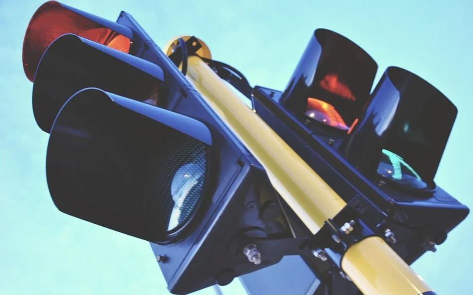 Затори в столиці регулюють «розумні» світлофори - світлофор, дороги, автомобільні дороги - 24 svetofor2