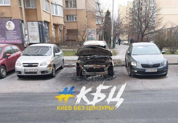 Нічна автопожежа у Києві на Оболоні - пожежа, Київ, автомобілі - AVTOO