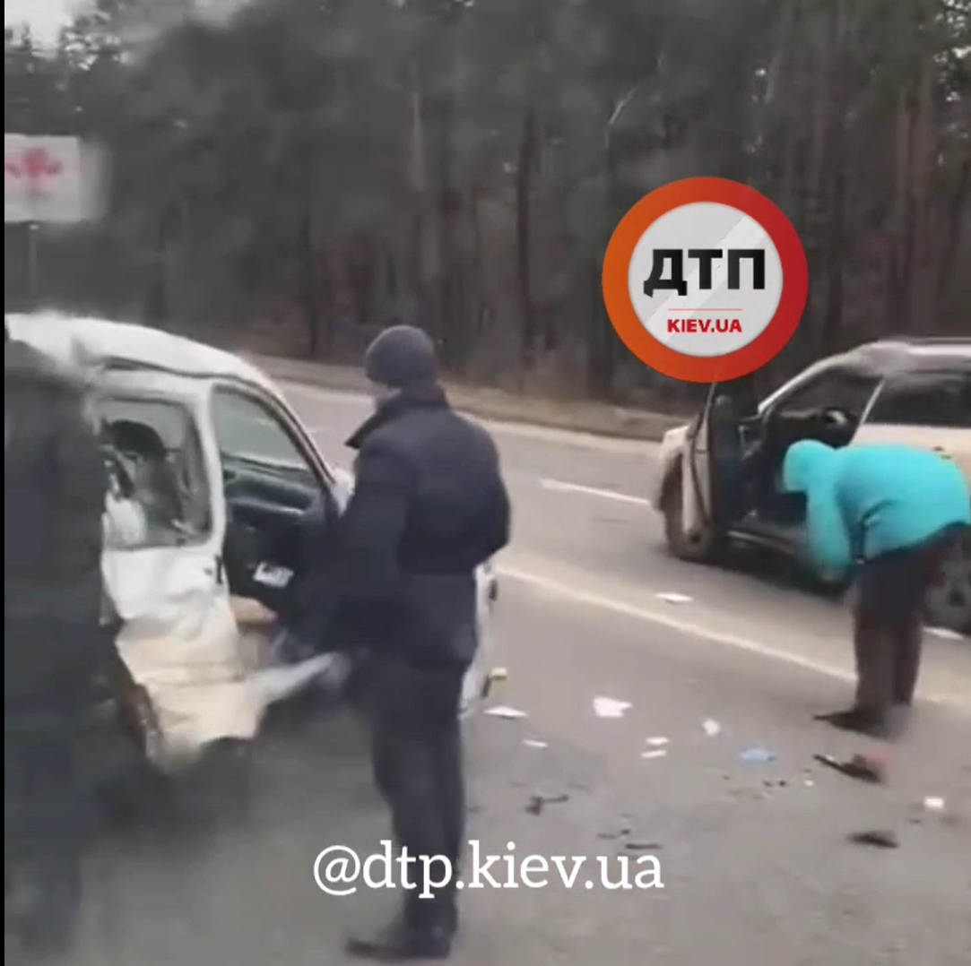 ДТП на Новоірпінській трасі: пошкоджено три автівки (відео) - Приірпіння, київщина, ДТП з потерпілим - Bezymyannyj 14