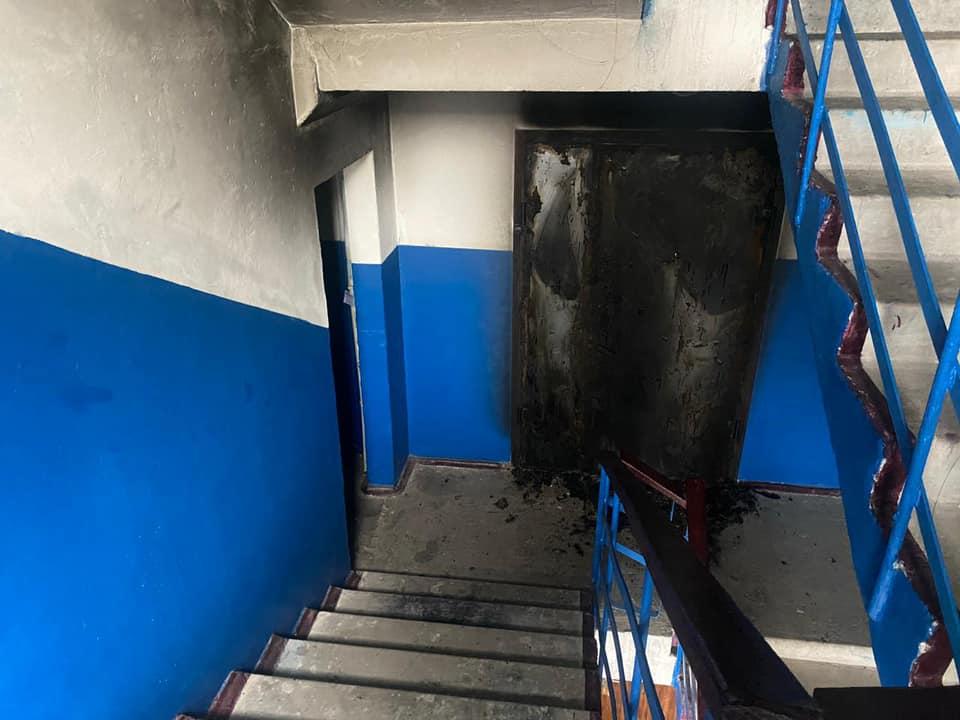 Чоловік у Боярці спалив сусіду двоє дверей - підпал, кримінал, київщина, Києво-Святошинський відділ Поліції - Boyar dv 1