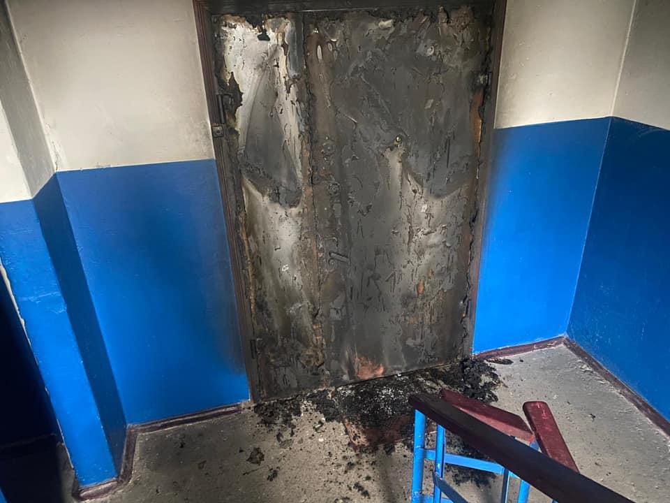 Чоловік у Боярці спалив сусіду двоє дверей - підпал, кримінал, київщина, Києво-Святошинський відділ Поліції - Boyar dv