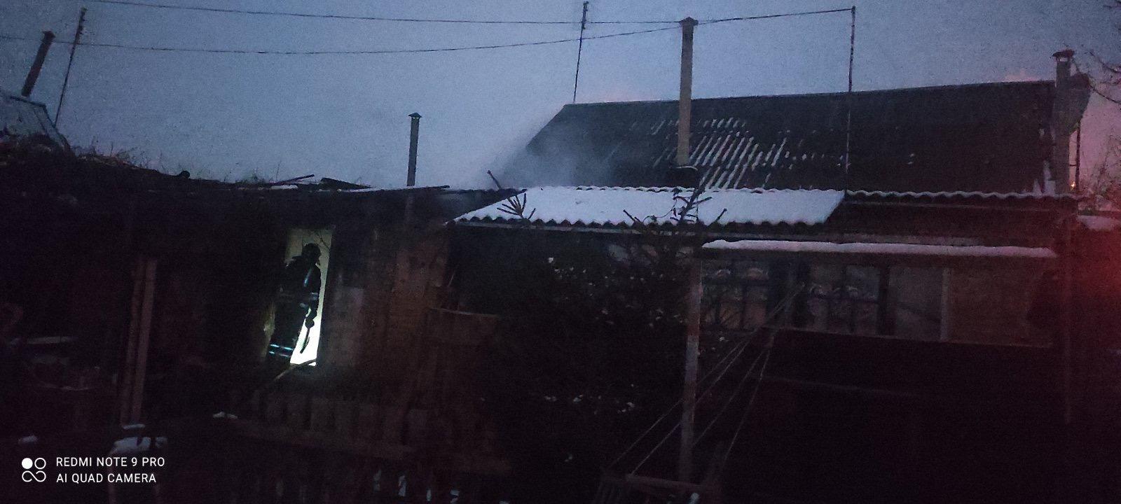 У Бучі горів дах будинку - пожежа будинку, київщина, ірпінські рятувальники, Бучанська ОТГ - Bucha Perem